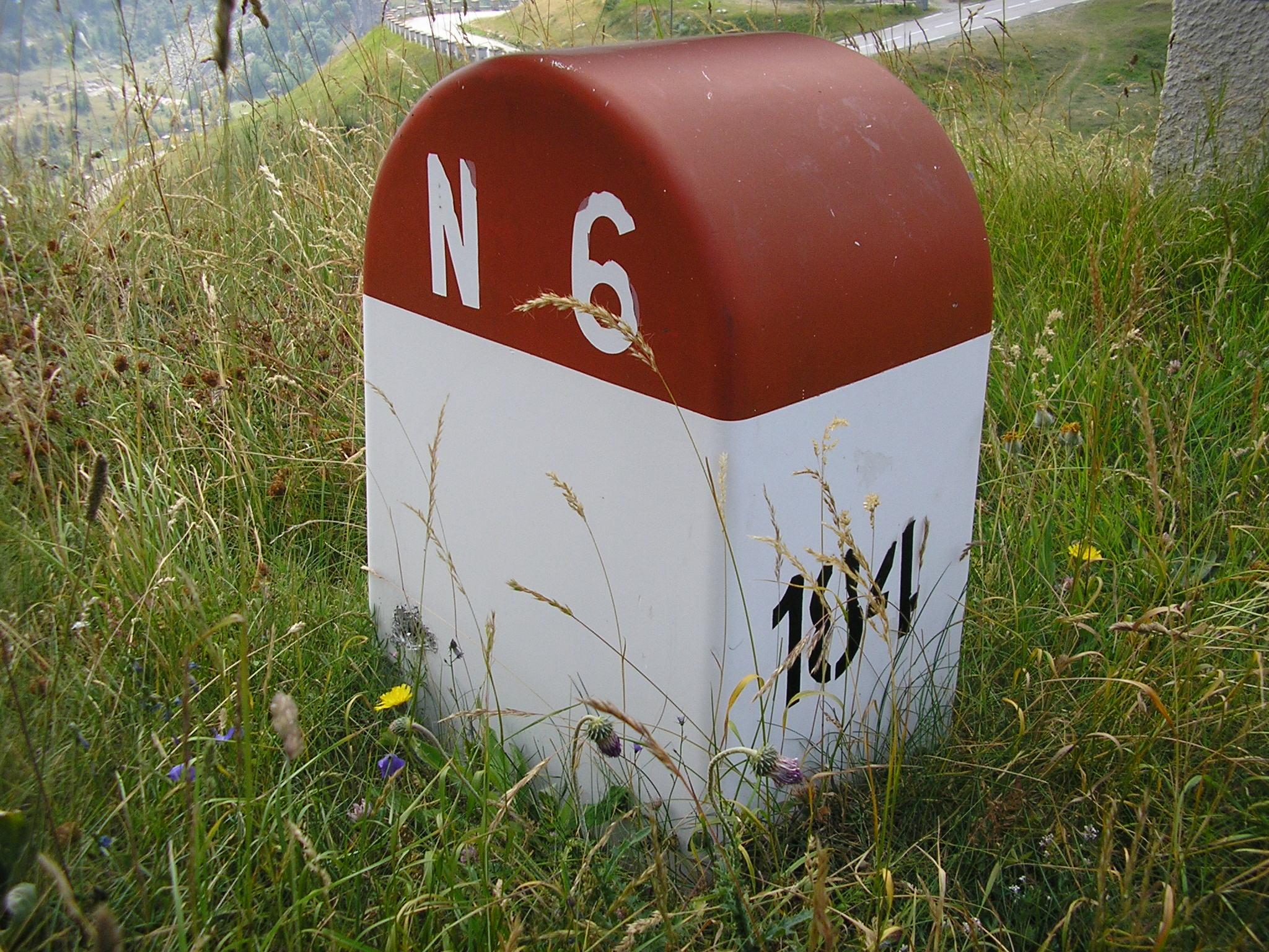 http://img1.wikia.nocookie.net/__cb20090809170651/routes/images/3/39/Mont-Cenis_-_Borne_RN6_au_dessus_des_Echelles.JPG