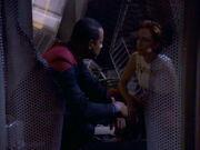 Sisko und Kira unterhalten sich über Opaka
