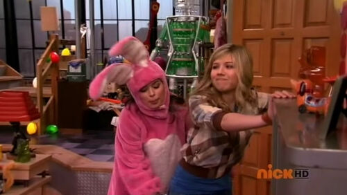Image - ISaved your Life, Carly and Sam.jpg - iCarly Wiki