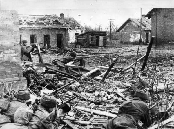Soviet_soldiers_at_stalingrad.PNG