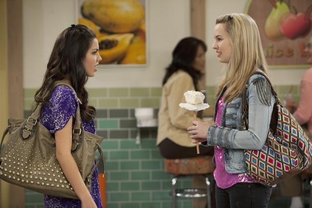Are teddy and spencer from good luck charlie dating