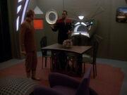 Sisko und Odo begutachten Quartier