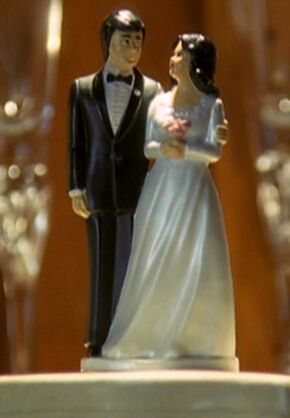 Piper Halliwell And Leo Wyatt S Wedding Cake Topper The