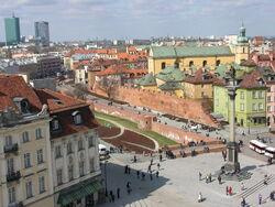 Fragment murów obronnych Starej Warszawy współcześnie