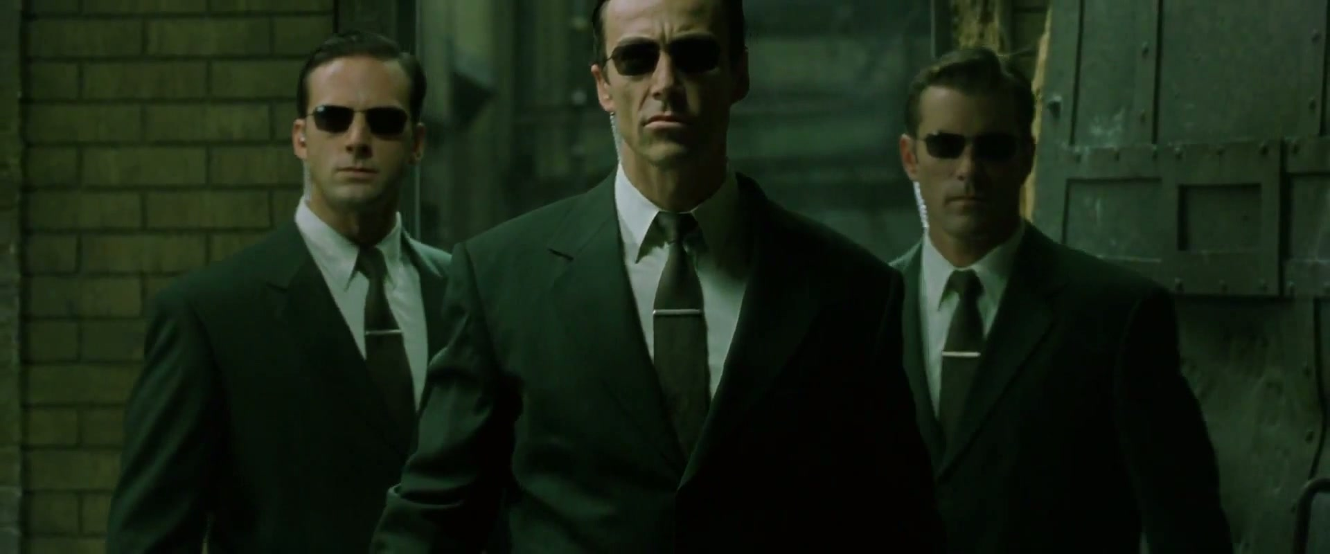 http://img1.wikia.nocookie.net/__cb20110811034829/matrix/images/b/b6/The.Matrix.Reloaded.2003.HDDVD.1080p.x264-iLL.sample.flv_1173.jpg