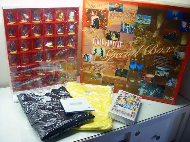 My  Katsle - goodies et figurines  Final Fantasy - - Page 2 640px-Final-Fantasy-Coca-Cola-Christmas-Special-Boxset-Figures