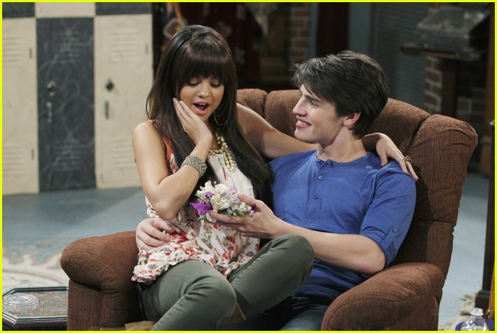 Wizards Of Waverly Place Misfortune At The Beach Episode Still POgPECk further Pop Me and We Both Go Down as well Wizard Waverly Place Photo as well Mason Alex relationship also Wizards Unleashed. on wizards of waverly place 13b