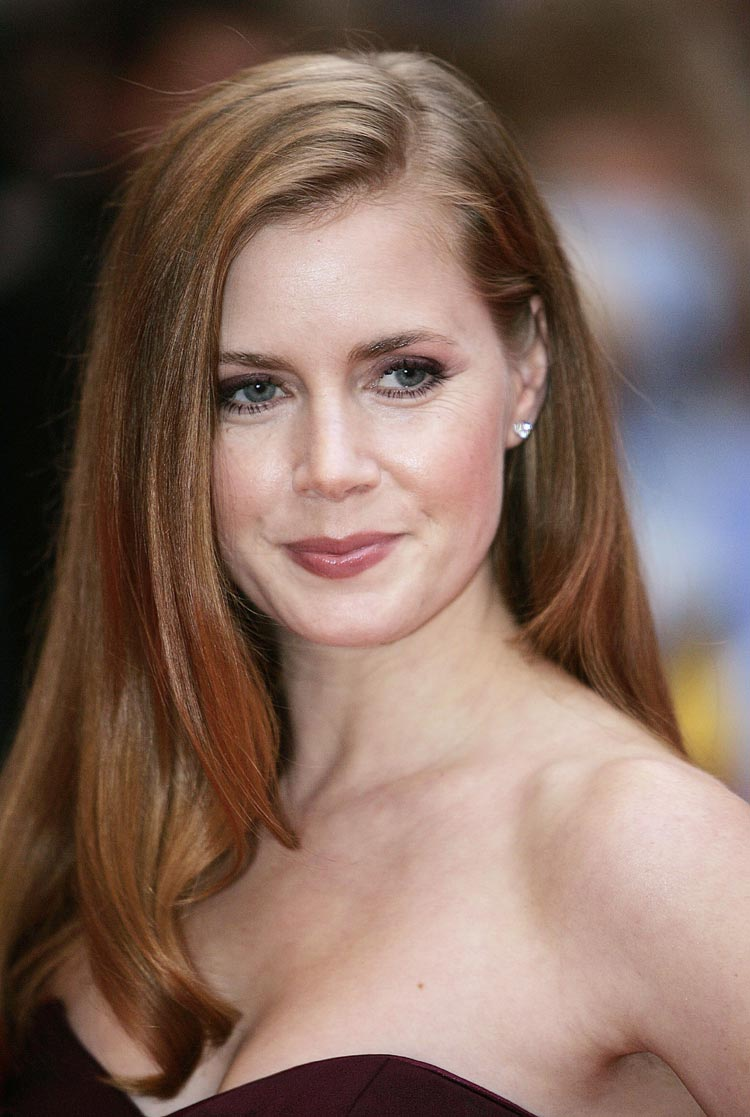 The 42-year old daughter of father Richard Kent and mother Kathryn, 163 cm tall Amy Adams in 2017 photo