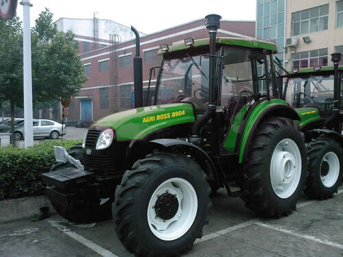wiki List of tractor manufacturers