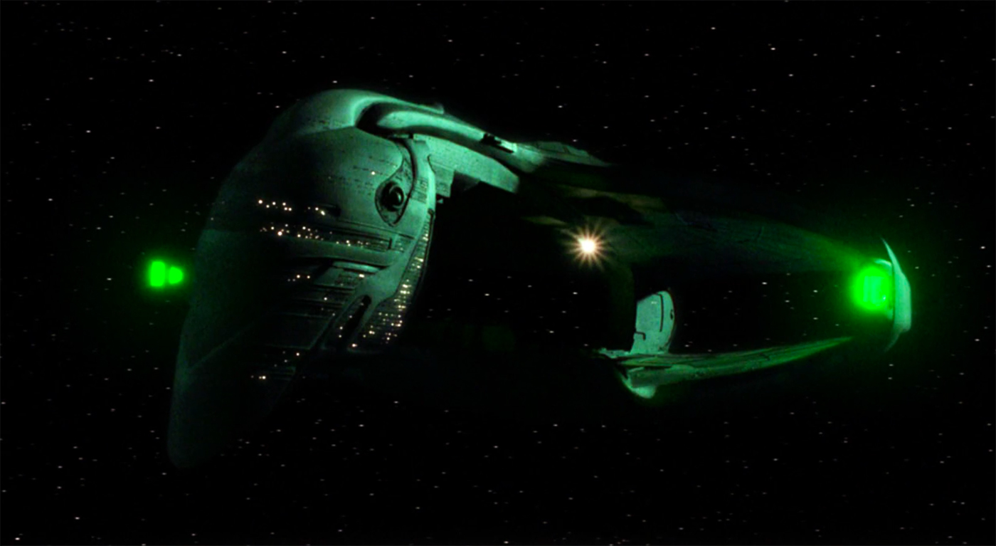 Federation Galaxy Class Vs Romulan D Deridex Class Vs