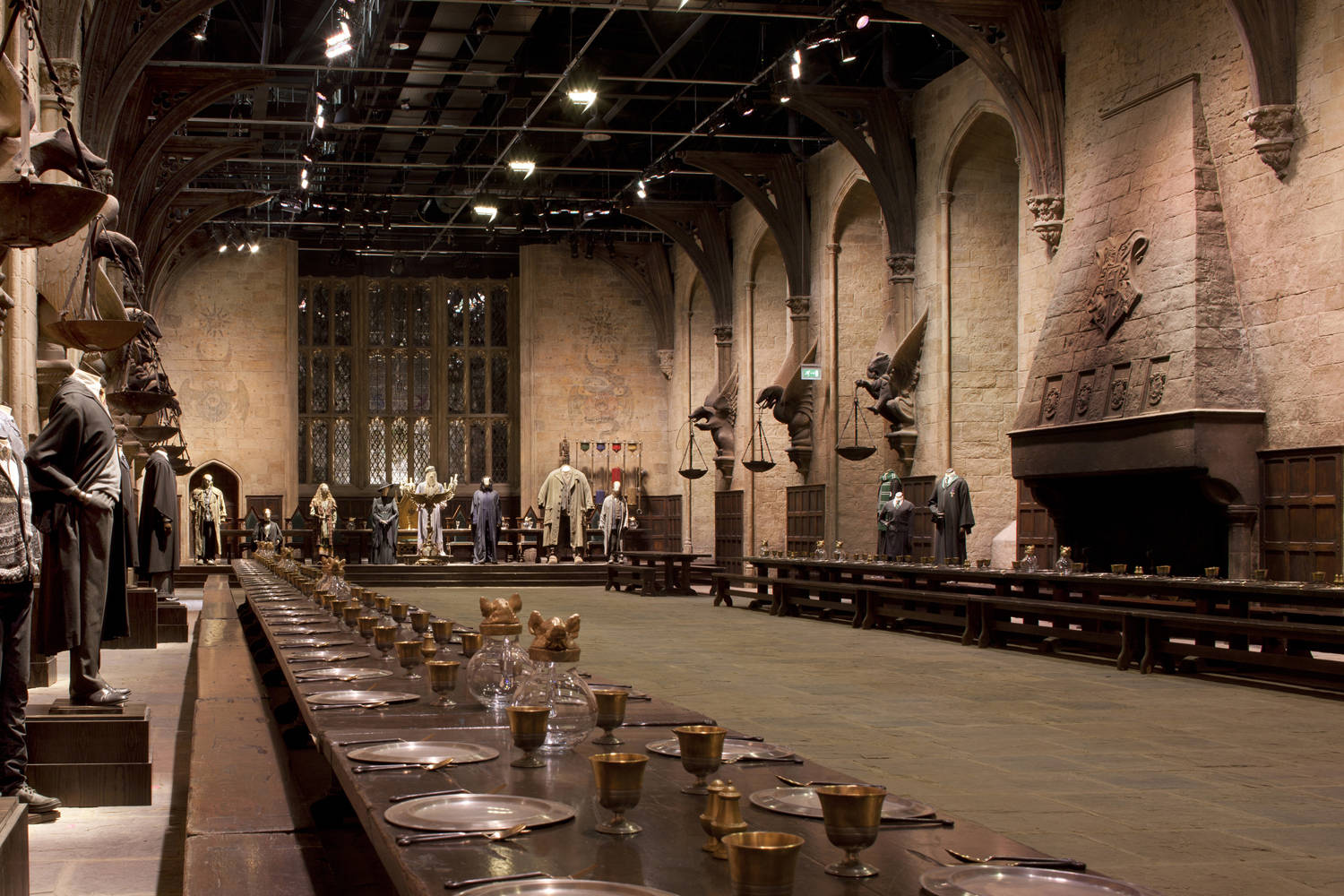 http://img1.wikia.nocookie.net/__cb20120812171638/harrypotter/images/4/4d/GreatHall.jpg