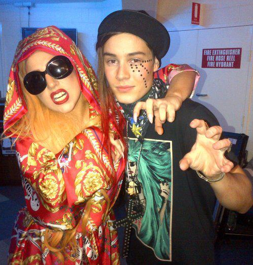 Poll is gaga the best at taking mg pics with fans classic atrl some examples m4hsunfo