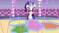 Rarity 'Making sure the clothes' correctly facing' S1E14