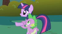 Spike steadies Twilight's hoof S1E01