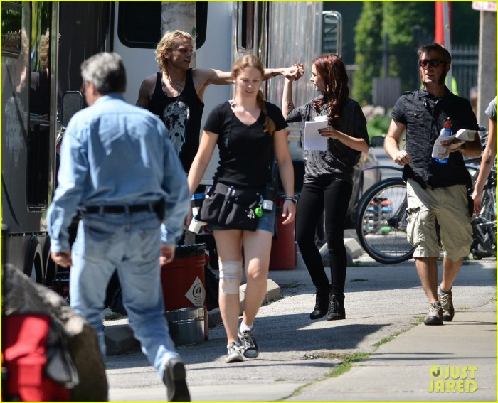 City Of Bones Recasting: Lily-collins-jamie-campbell-bower-kiss-on-set-06