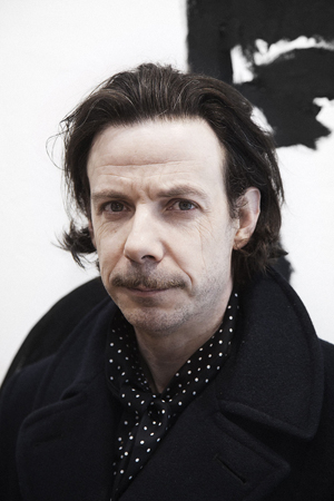 The 48-year old son of father Paul Taylor, and mother Maggie, 173 cm tall Noah Taylor in 2018 photo