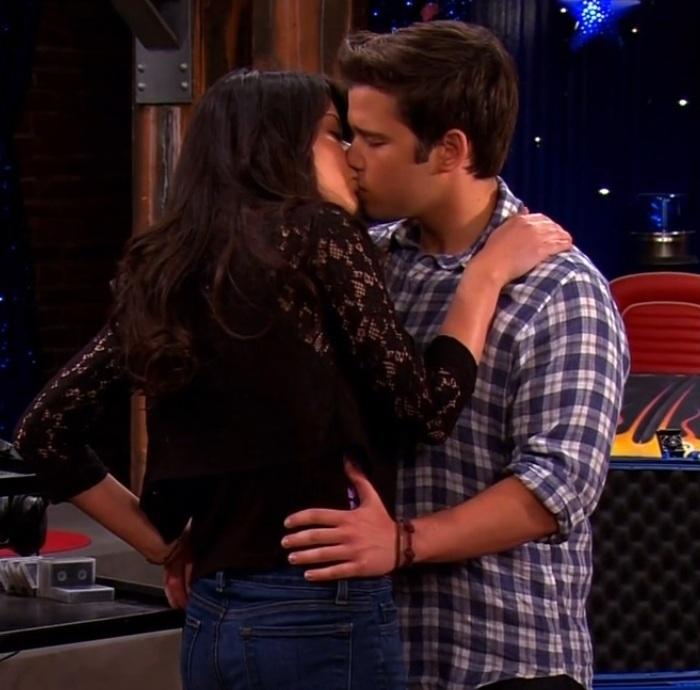 Icarly freddie and carly kiss full episode / Zadelpijn en