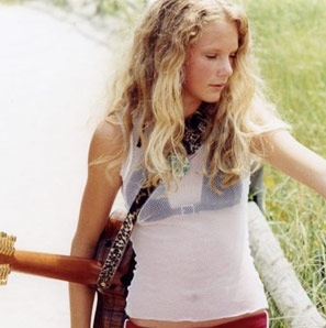 image   young taylor with guitar     taylor swift wiki