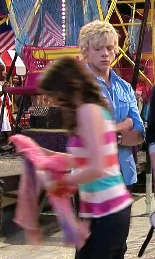 Do Austin and ally ever date