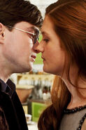 Ginny-and-harry-kiss-DH-1-harry-and-ginny-28863423-640-960