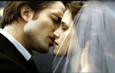 Twilight Images Bella And Edward Kissing Image Edward-bellla-kissing