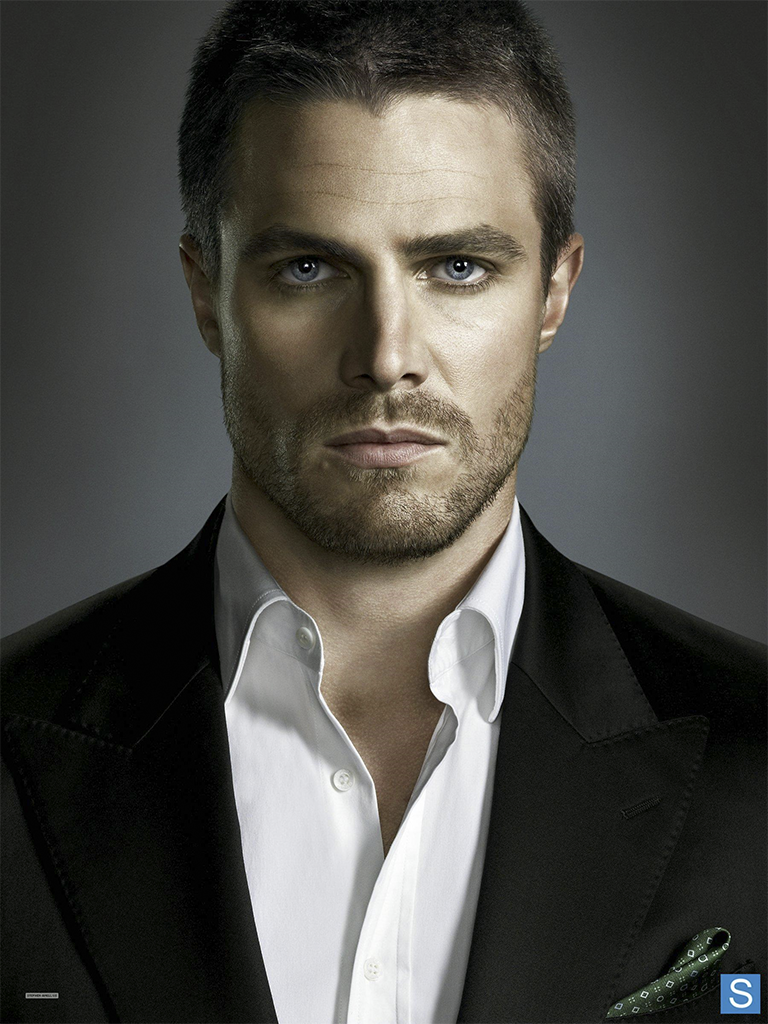 Oliver_Queen_front-on_promo