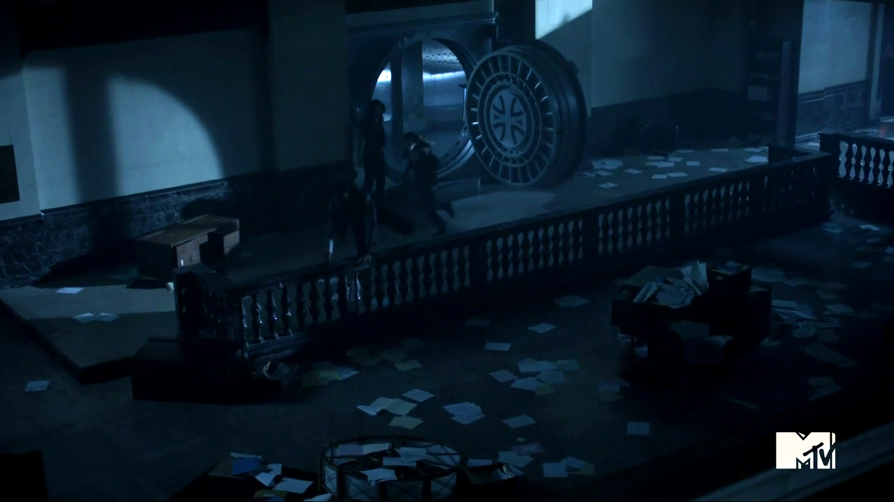 http://img1.wikia.nocookie.net/__cb20130612155347/teenwolf/images/8/84/Teen_Wolf_Season_3_Episode_2_Boyd_and_Cora_Escape_the_Bank.png