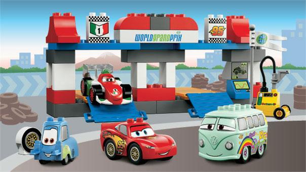 LEGO 5829 Le Pit Stop Cars 2 Duplo pas cher
