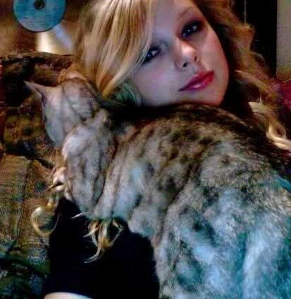 Photo of Taylor Swift & her Cat Olivia