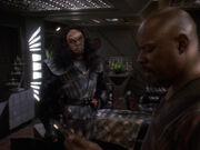 Martok informiert Sisko über Maquisaktivitäten