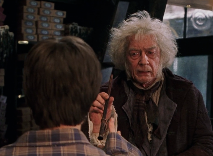 http://img1.wikia.nocookie.net/__cb20131025185644/harrypotter/images/0/03/Ollivander_presents_wand.png