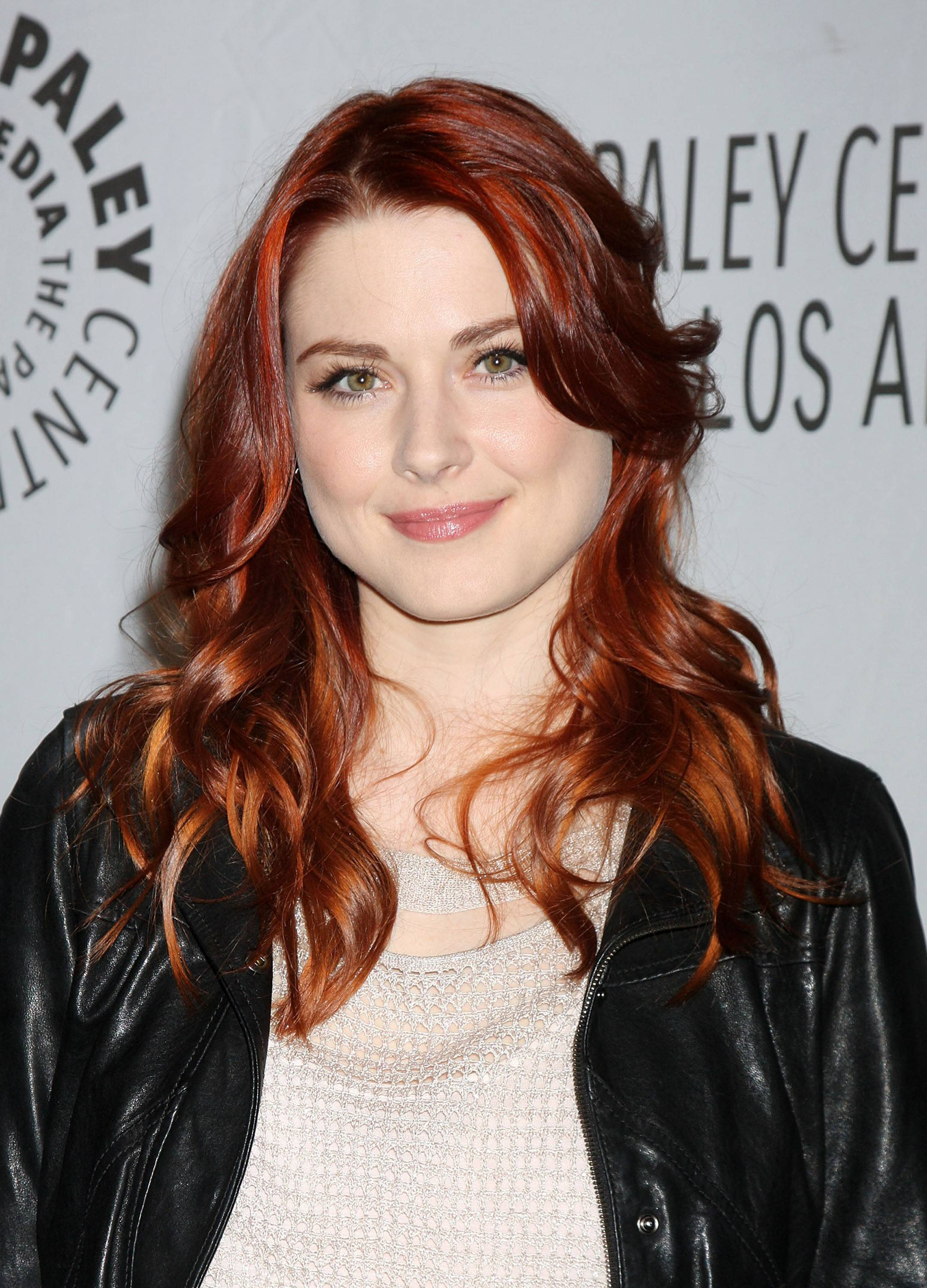The 35-year old daughter of father (?) and mother(?), 171 cm tall Alexandra Breckenridge in 2018 photo