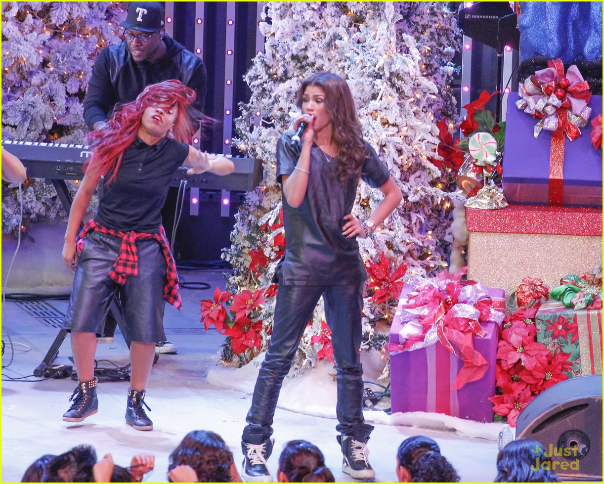 Toys For 13 And Up : Image zendaya toys for teens event performer g