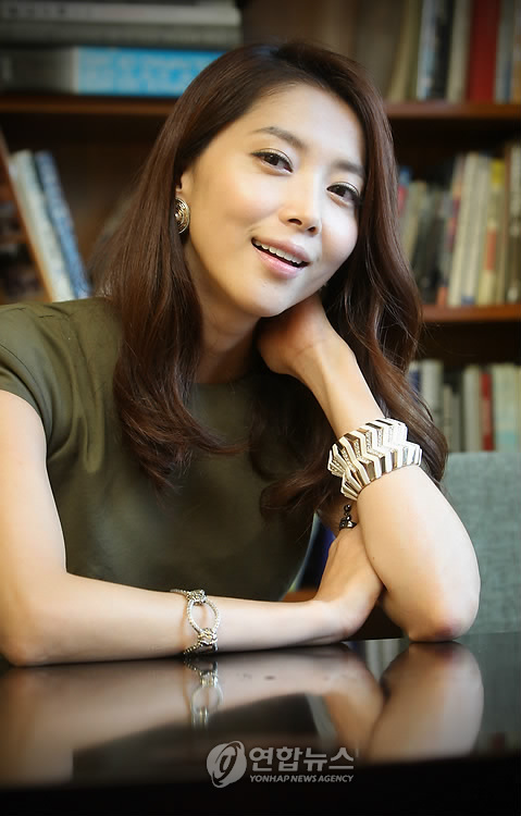 http://img1.wikia.nocookie.net/__cb20140106034943/drama/es/images/d/d4/Oh_Yoon_Ah2.jpg