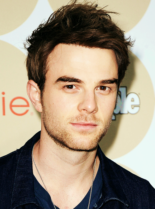 The 34-year old son of father (?) and mother(?), 185 cm tall Nathaniel Buzolic in 2017 photo