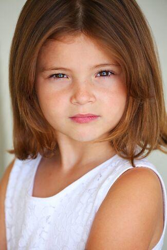 Sophie Pollono as Delia Abbott