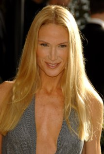 Kelly Lynch age