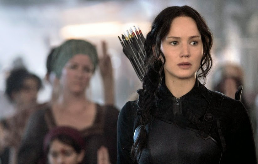 http://img1.wikia.nocookie.net/__cb20140814211046/thehungergames/es/images/5/5f/Katniss_llevando_el_uniforme_del_sinsajo.jpg