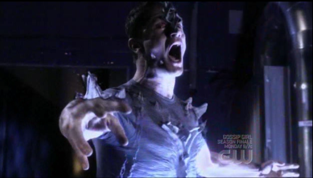 http://img1.wikia.nocookie.net/__cb20090515184628/smallville/images/4/42/S08e22_(4).png